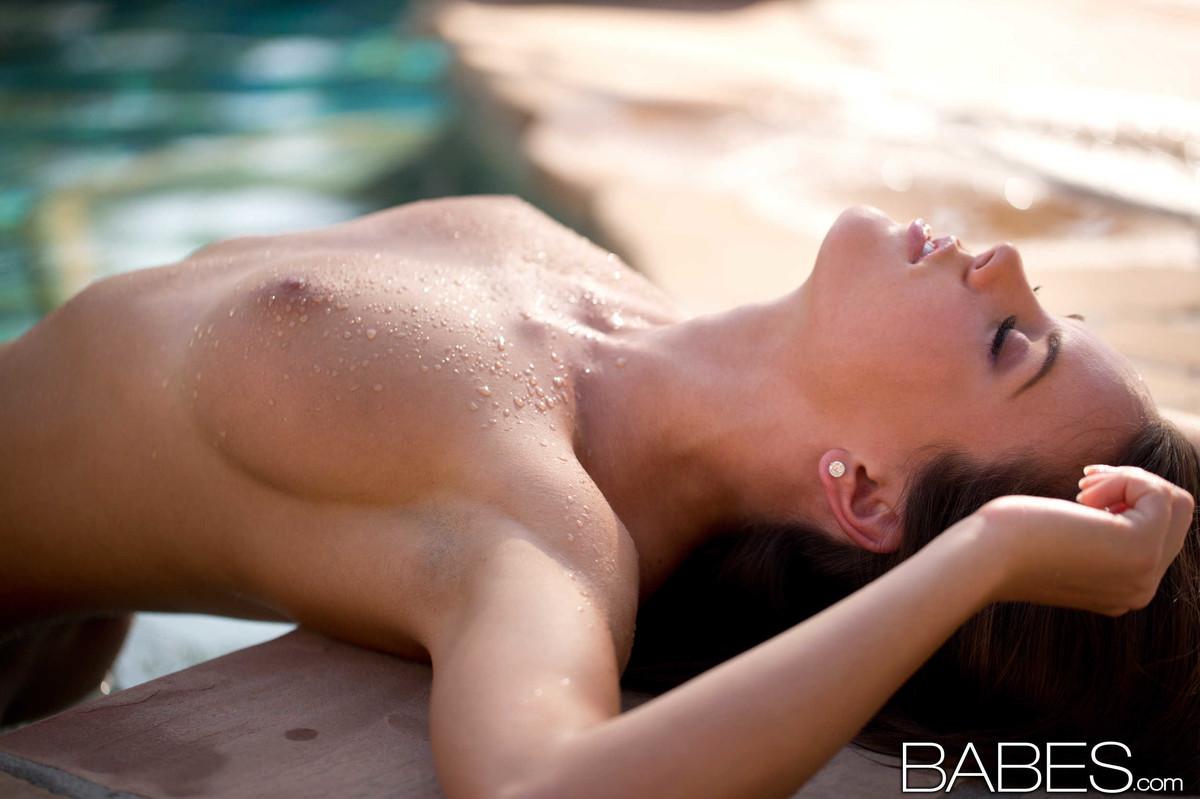 Rahyndee James - В бассейне - Галерея № 3343778