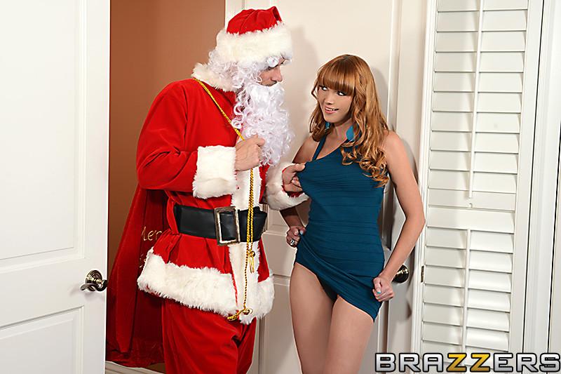 Рыжая девушка с волосатой пиздой перепихнулась с Дедом Морозом