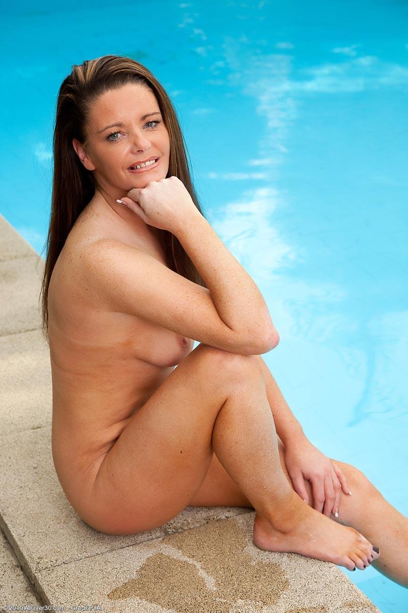 Sarah - В бассейне - Галерея № 2698961