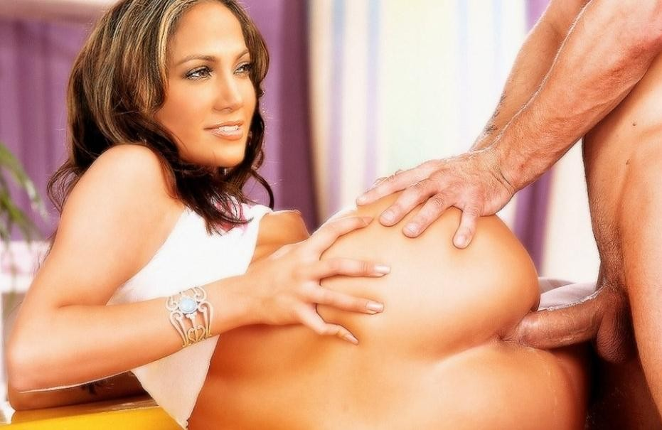 Jennifer Lopez Showing Pussy
