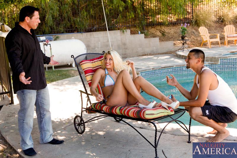 Britney Amber - В бассейне - Галерея № 3236062