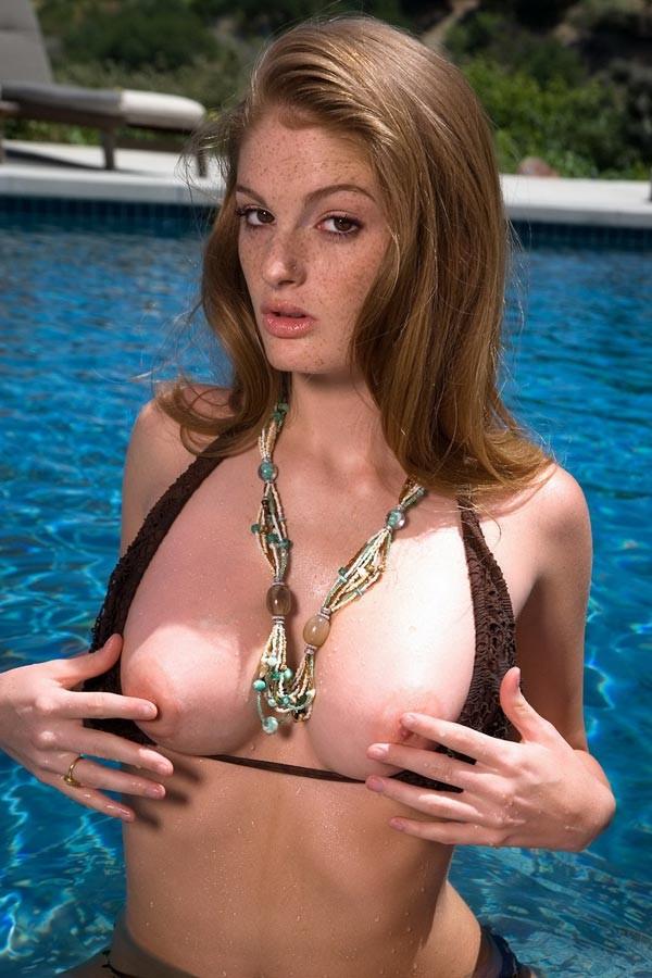 Faye Reagan - В бассейне - Галерея № 2735403