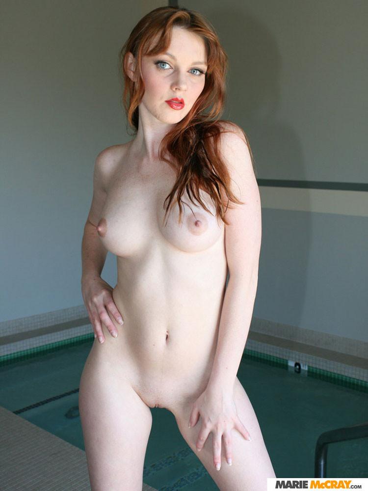 Marie Mccray - В бассейне - Галерея № 3195540