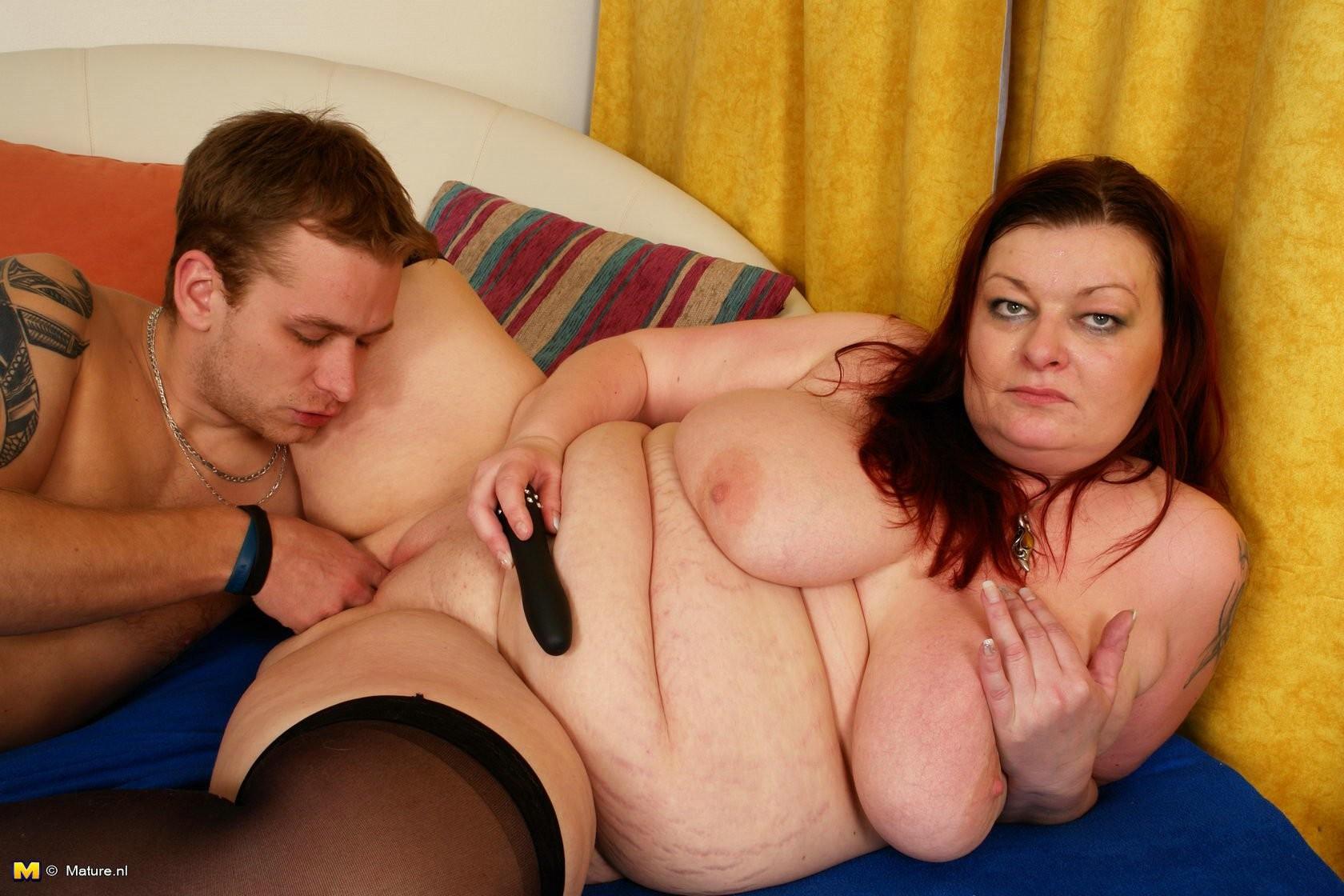 Порно поимел толстую мамочку онлайн