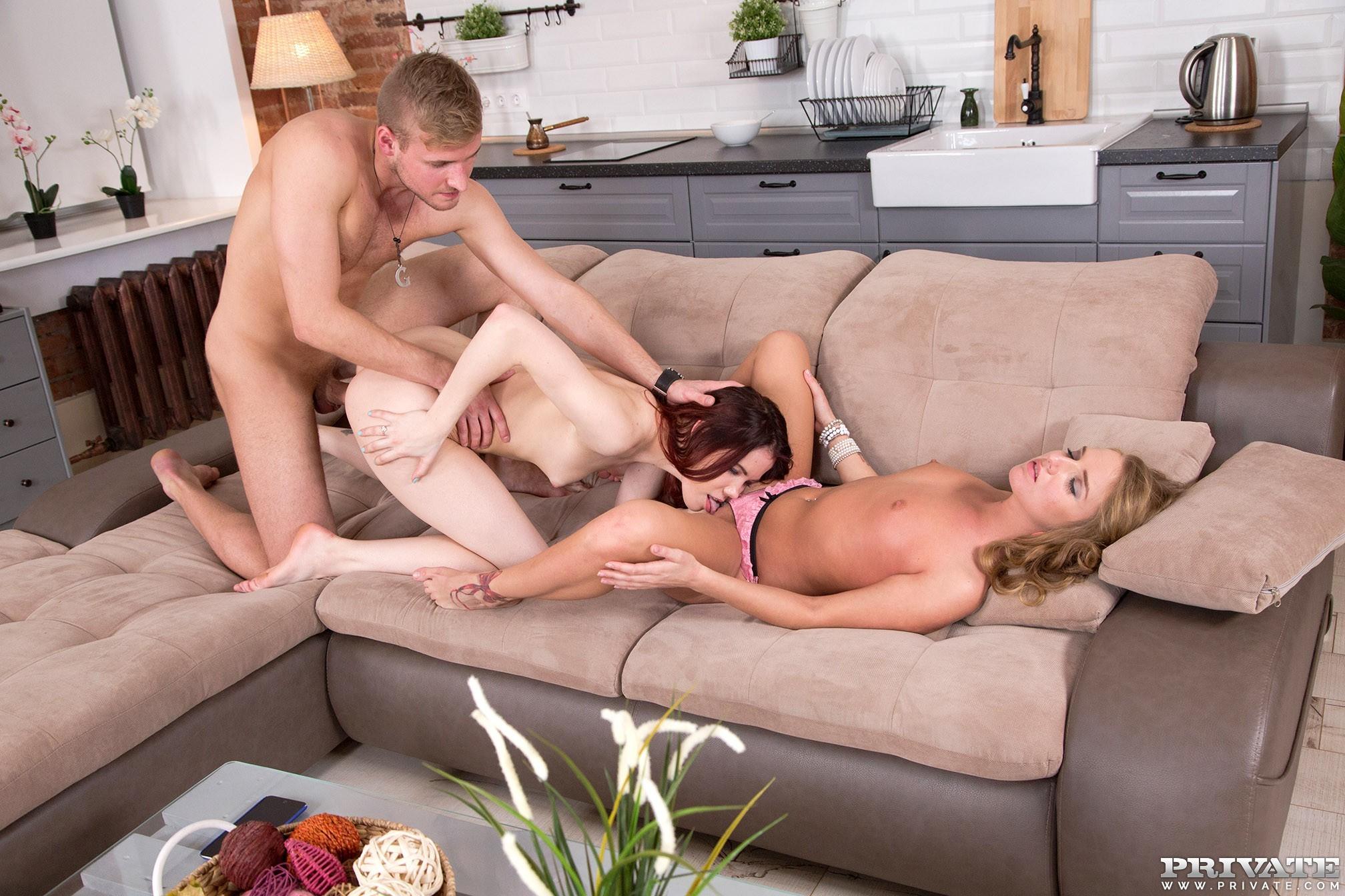 Lovenia Lux и Sofi Goldfinger уговорили парня на секс