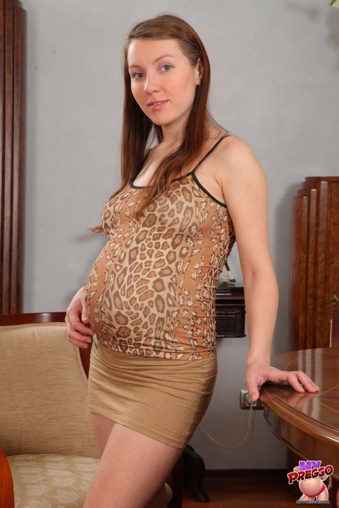 Стриптиз молодой беременной телки