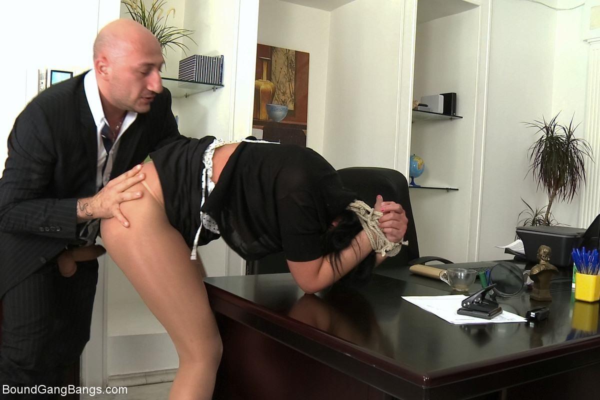 Порно С Секретаршей По Принуждению