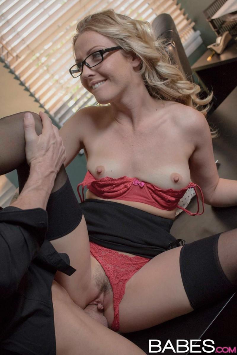 Секретарша Karla Kush в очередной раз занимается сексом с боссом