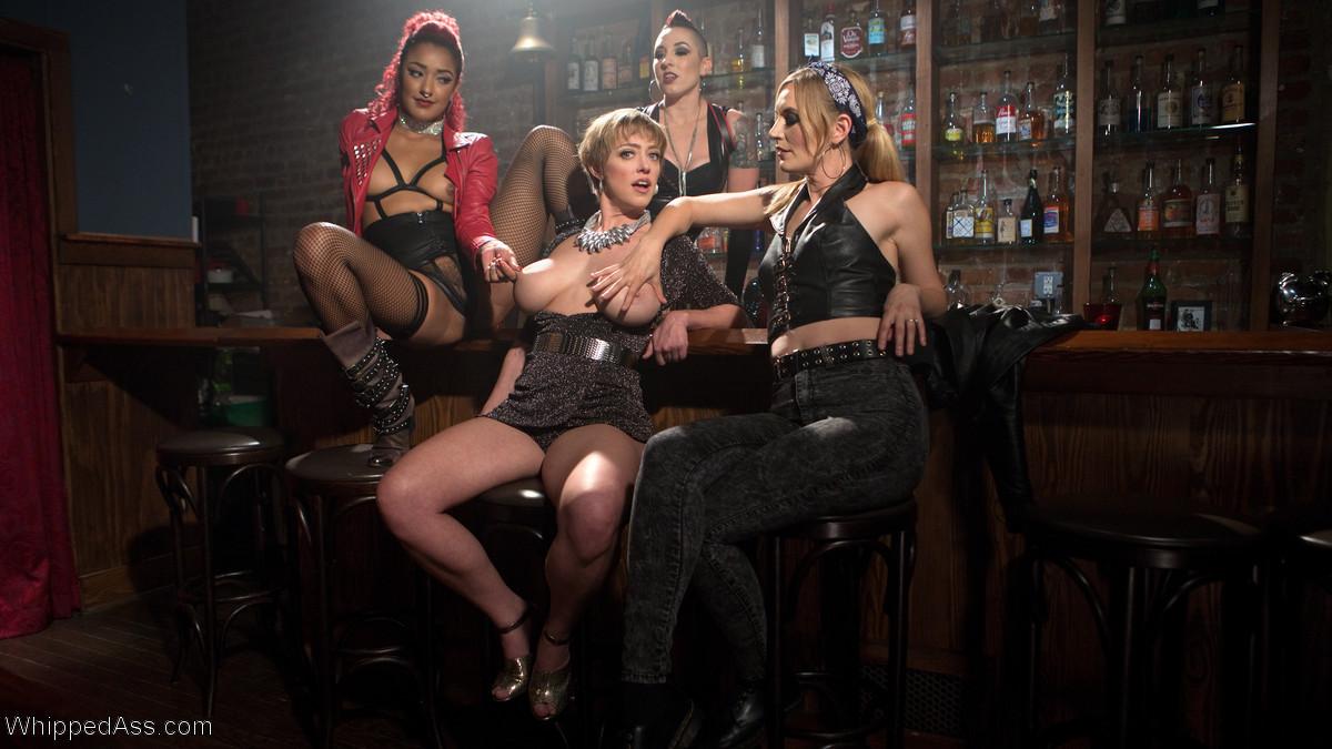Darling, Mona Wales, Daisy Ducati, Mistress Kara - Страпон - Галерея № 3506733