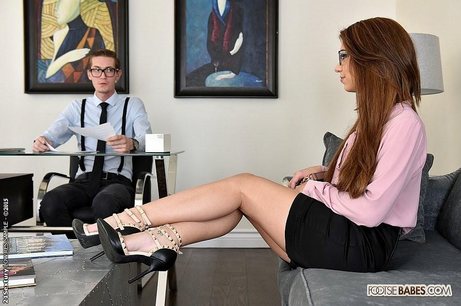 Классная секретарша Joseline Kelly сношается в киску