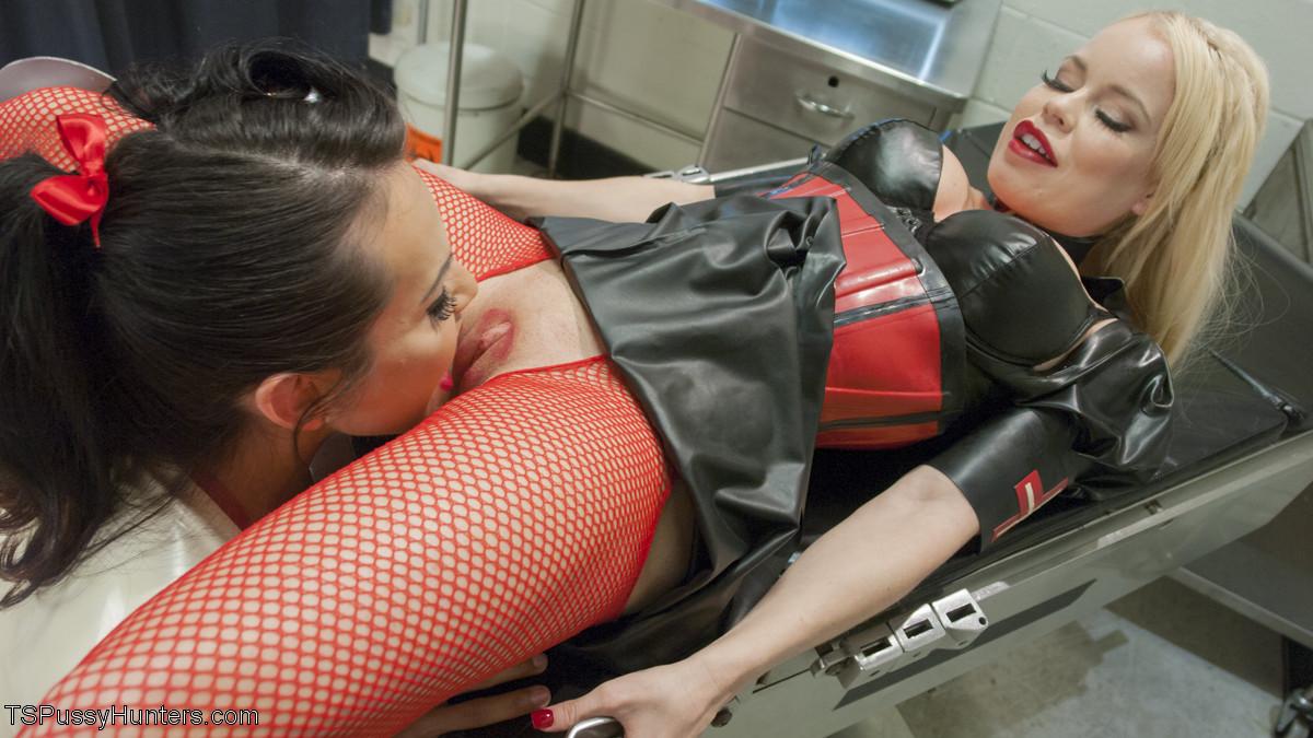 Ts Foxxy, Nikki Delano - В чулках - Галерея № 3481352