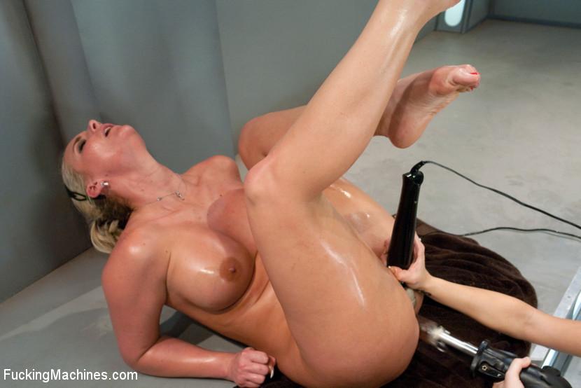 Amy Brooke, Phoenix Marie - Сквирт (струйный оргазм) - Галерея № 3412838