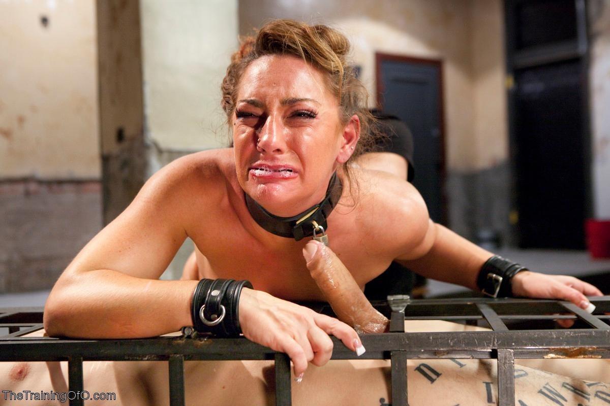 Savannah Fox кайфует от хуя в жопе и секс машины в пизде