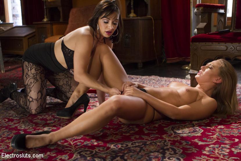 Lea Lexis, Carter Cruise - Сквирт (струйный оргазм) - Галерея № 3433959