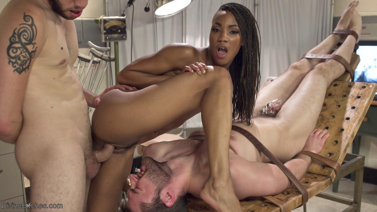 Abel Archer, Wolf Hudson, Nikki Darling - Секс втроем - Галерея № 3516414