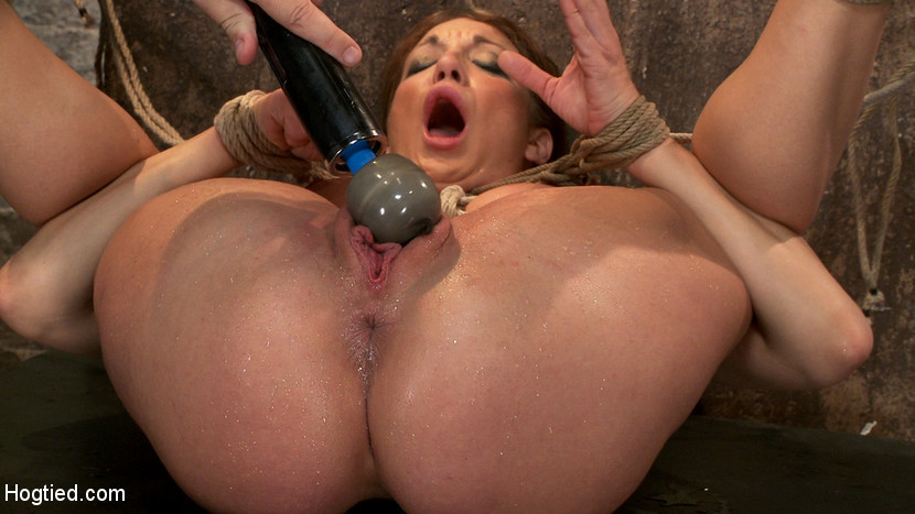 amy-brooke-is-sex-toy-in-gangbang-gif-czech