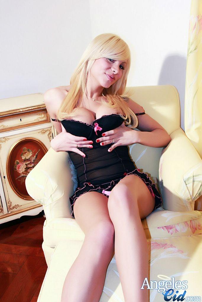 Транс блондин Angeles Cid
