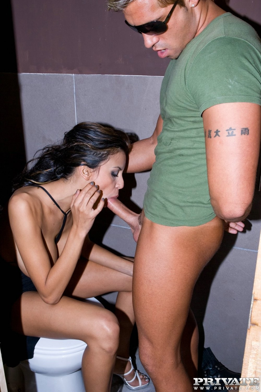Alejandra - В туалете - Галерея № 3488940