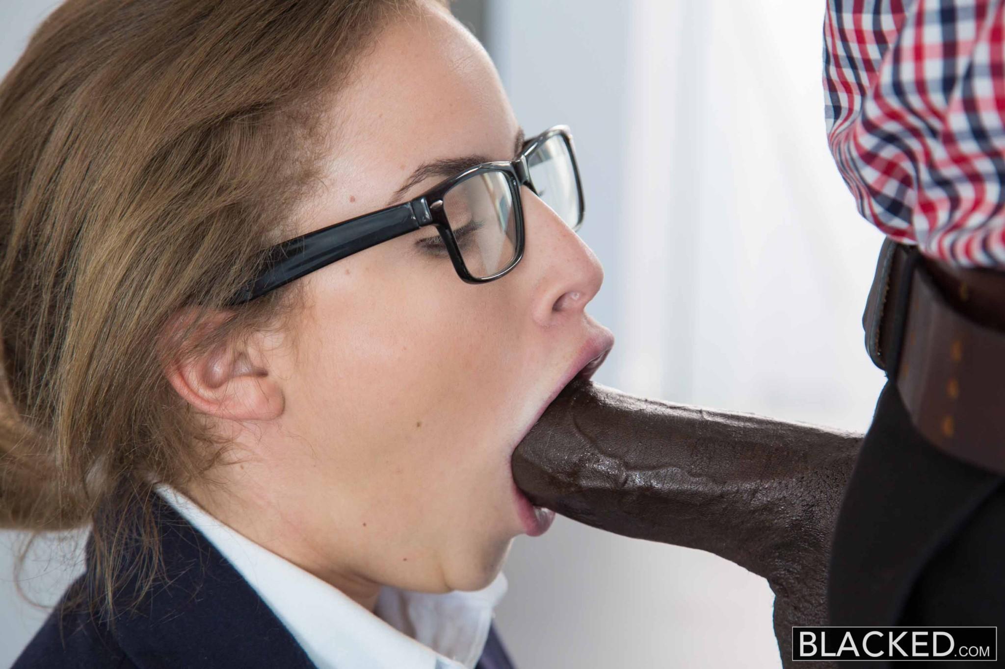 Interracial porn blowjob white female sucks bbc