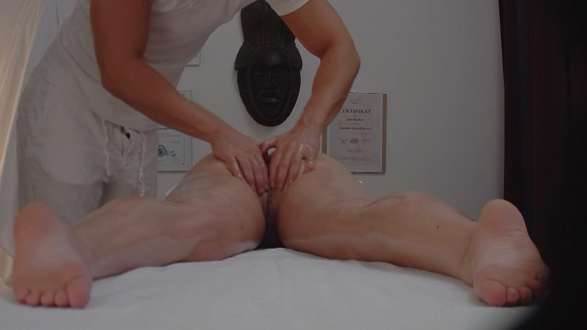 Чешский массажист трахает