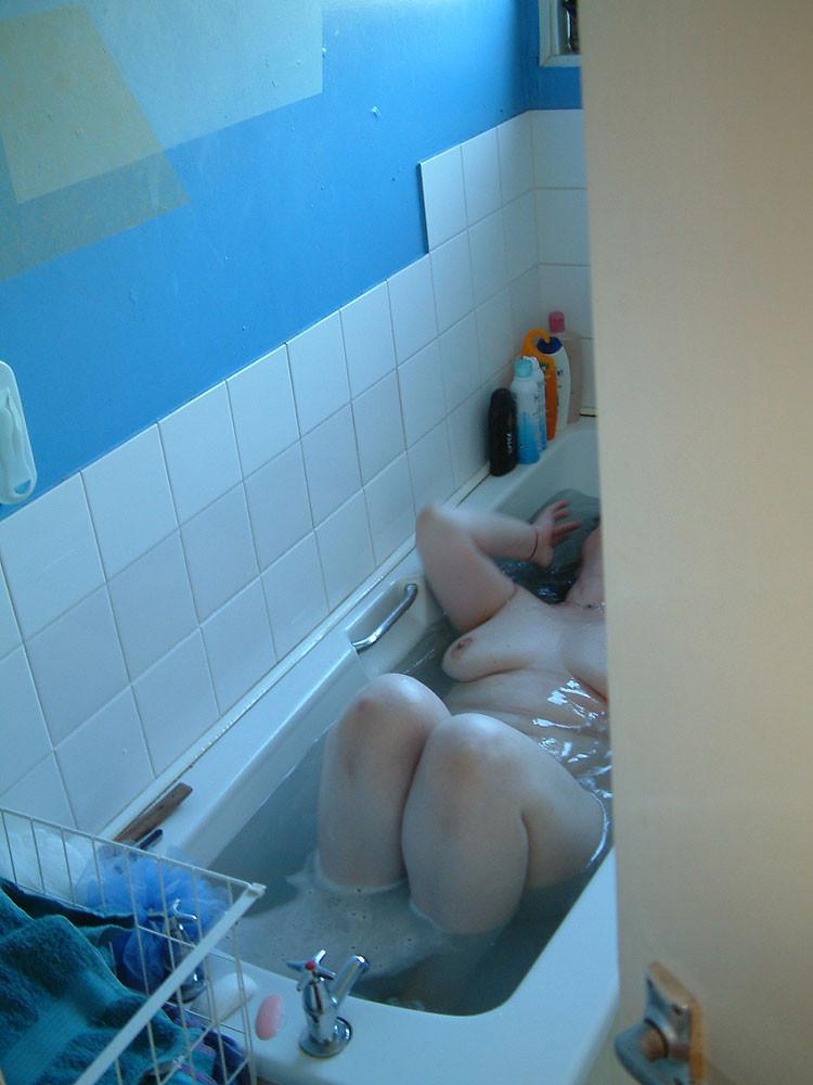 Gallery bathroom voyeur