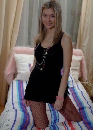 Emily - В ванной - Галерея № 3307308