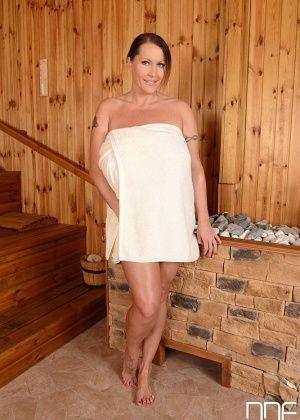 Laura Orsolya - В ванной - Галерея № 3405055