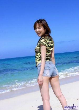 Yua Aida - На пляже - Галерея № 3435536
