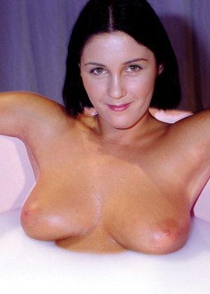 Anita Novi - В ванной - Галерея № 3456647