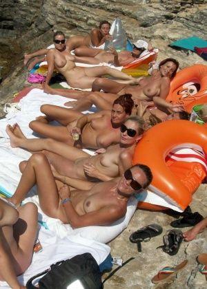 На пляже - Галерея № 3380985