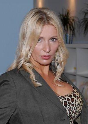 Ingrid Swenson - С боссом - Галерея № 3103112