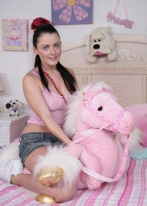 Sophie Dee - В спальне - Галерея № 3431661