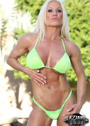 Ashley Chambers - На пляже - Галерея № 3302875
