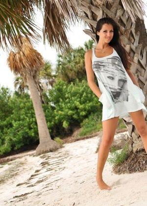 Janessa Brazil - На пляже - Галерея № 2833430