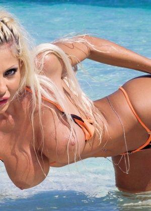 Cindy Lords, Stefania Bruni - На пляже - Галерея № 3492054