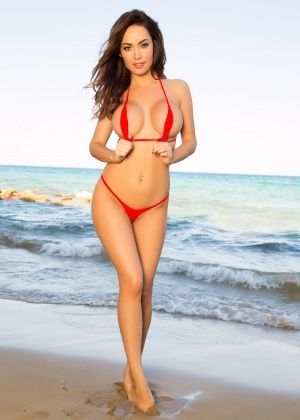 Adrienn Levai - На пляже - Галерея № 3498227