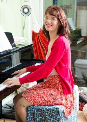 Пизда одинокой пианистки