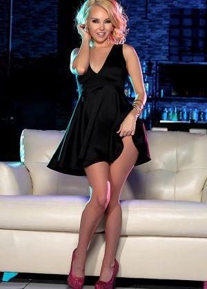 Aaliyah Love, Veronica Vain - В клубе - Галерея № 3485409