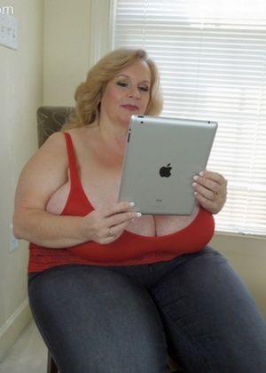 Огромные титяндры жирной пожилой дамы