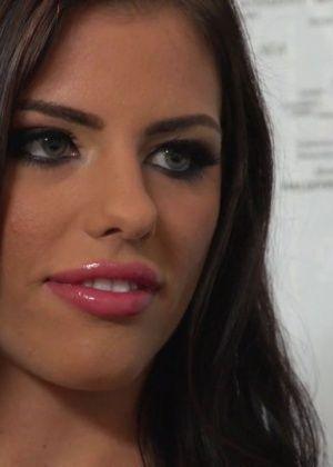 Adriana Chechik - У врача - Галерея № 3444227