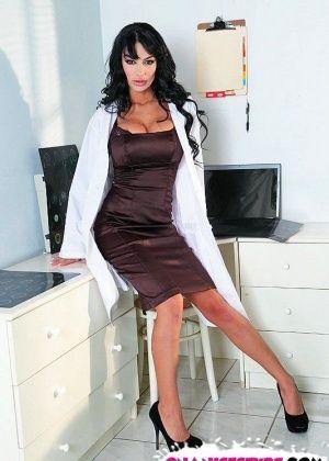 Angelina Valentine - У врача - Галерея № 2962414