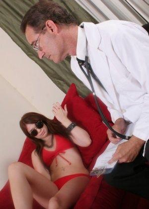 Ashlyn Rae, Nikki Austin - У врача - Галерея № 3427389