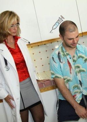 Jodi West - У врача - Галерея № 2879036