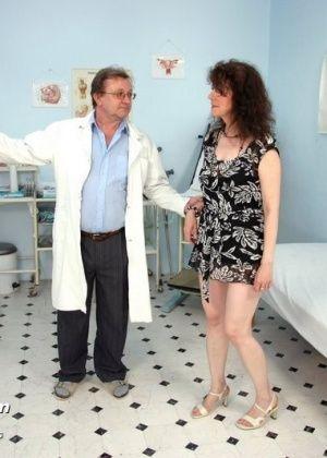 порно видео азиатки маладый у врача