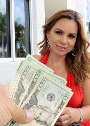 Знойная милфа Габриэлла ебется за деньги
