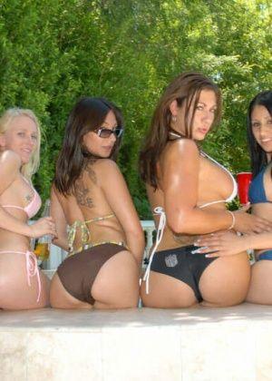 Cali Winters, Nikki, Kylee, Nevaeh, Lux - Пьяные - Галерея № 3293477