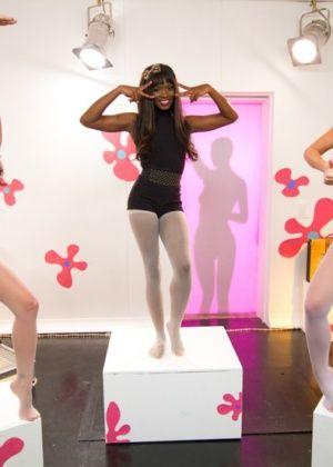Kirsten Price, Angela Sommers, Ana Foxxx - Дрочит ножками (футджоб) - Галерея № 3397782