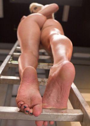 Lorelei Lee, Cherry Torn - Дрочит ножками (футджоб) - Галерея № 3419516