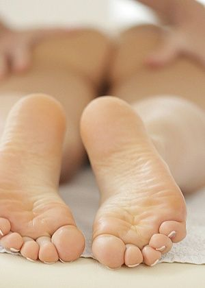 Дрочит ножками (футджоб) - Галерея № 3458730