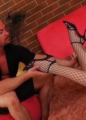 Дрочит ножками (футджоб) - Галерея № 2989720